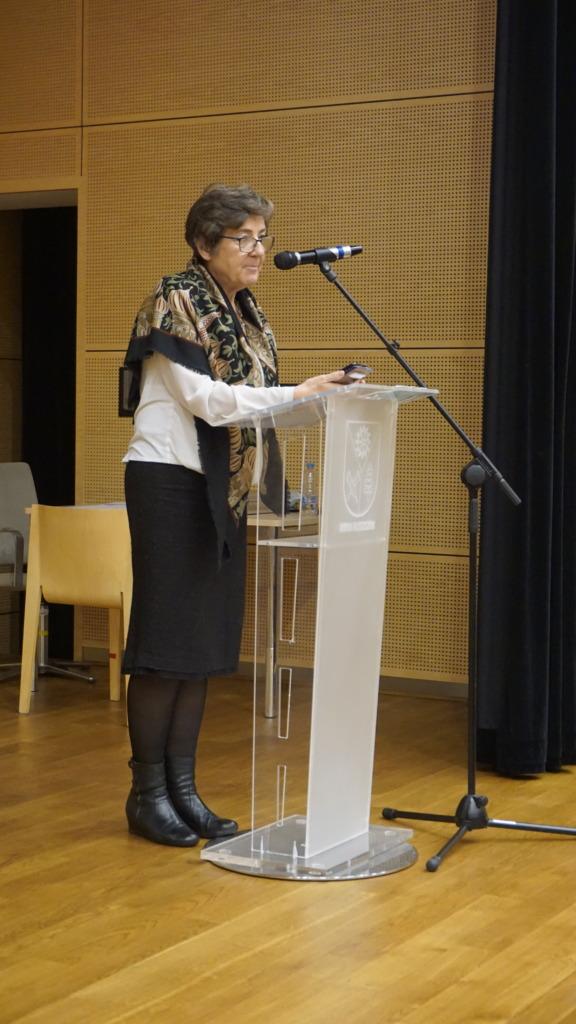 mgr Barbara Świetlik wyjaśniająca regulamin Olipiady Wiedzy Technicznej