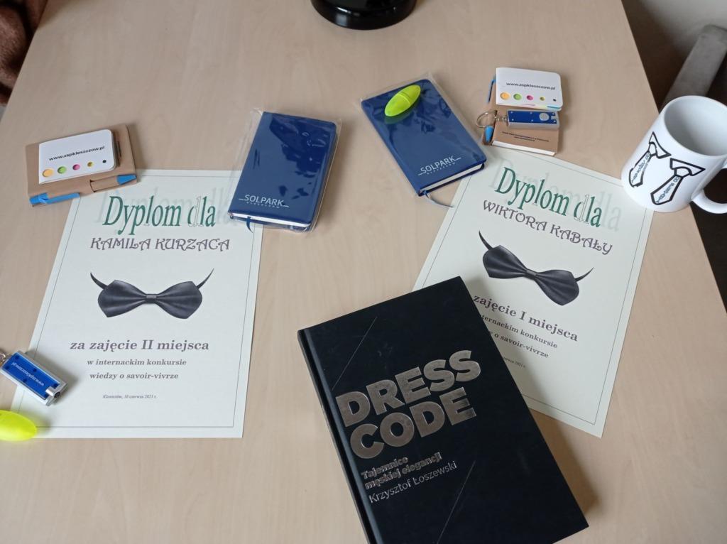Nagrody i dyplomy dla zwycięzców.