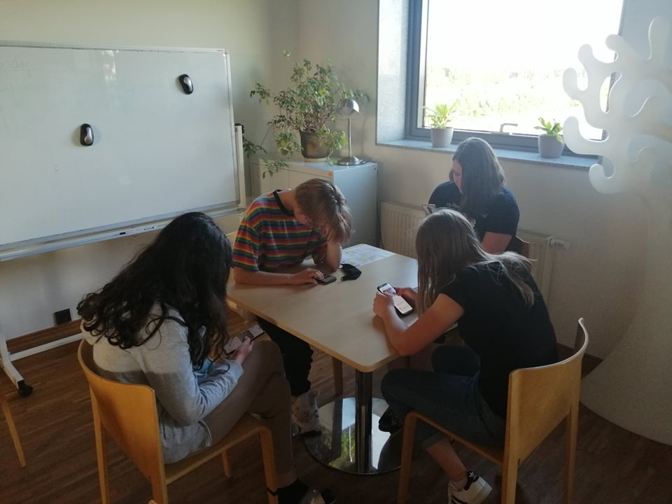 Mieszkańcy rozwiązują test online