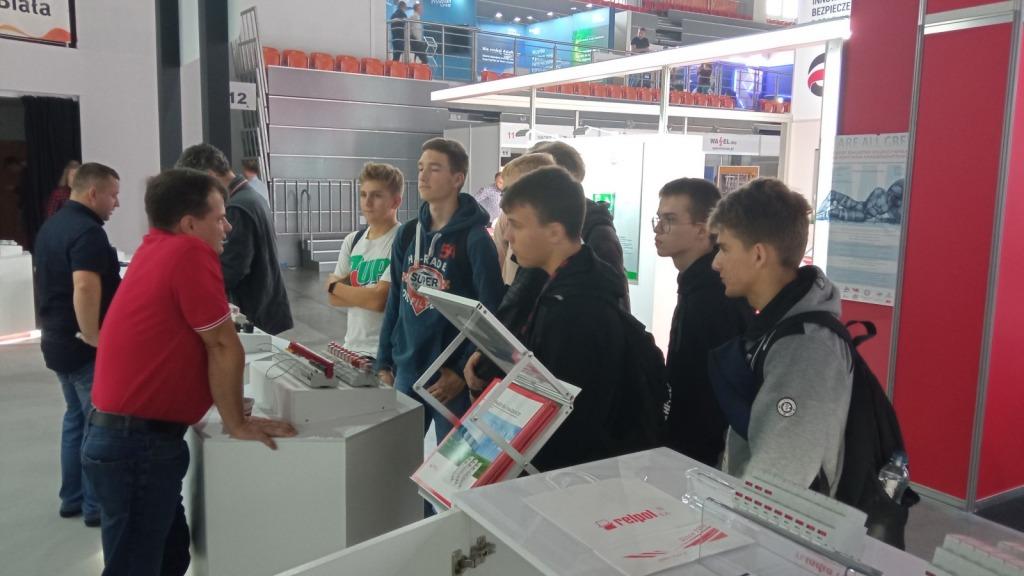 Stanowisko-firmy-Relpol-producenta-przekaznikow-stycznikow-akcesoriow-elektrotechnicznych