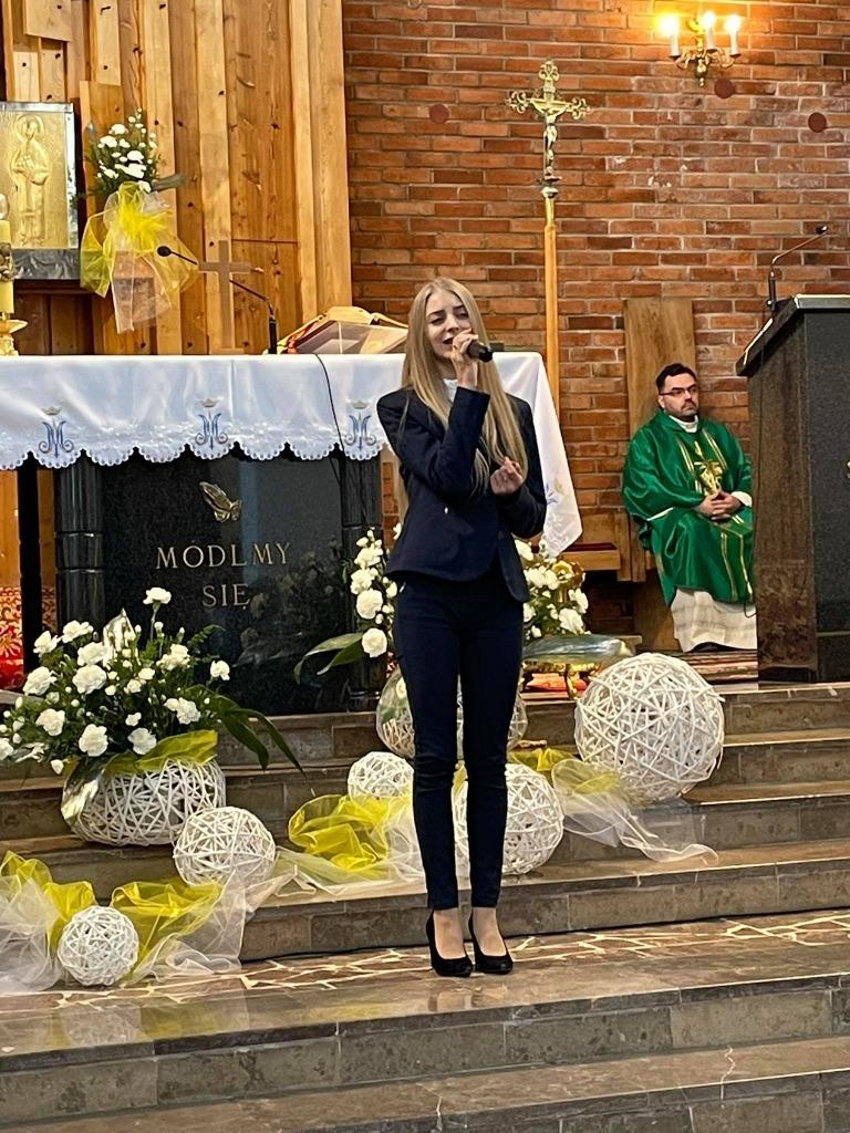 Wokalistka podczas występu
